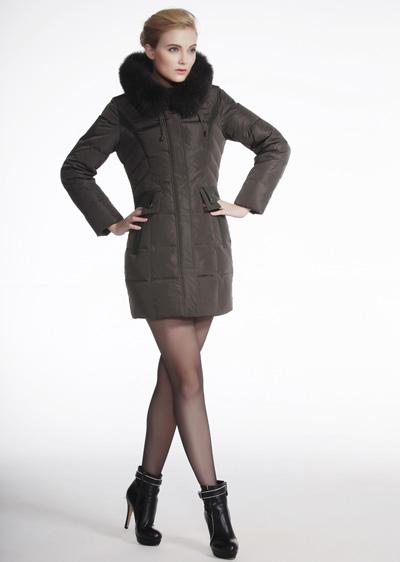 威伦蒂新款女式羽绒服 特价批发中长款狐狸毛领羽绒服女款